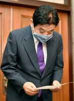 金メダルをかじったことについて陳謝する名古屋市の河村たかし市長=5日午後、名古屋市役所