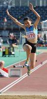 陸上女子三段跳び決勝 12メートル58で4位に入った徳島市立の道中=山形県天童市のNDソフトスタジアム山形