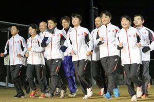 5年連続のオープン出場を果たし、本番に向けて走り込む名東郡チーム=佐那河内村中央運動公園