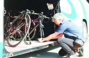 自転車輸送サービスが始まる海部観光の高速バス=阿南市内