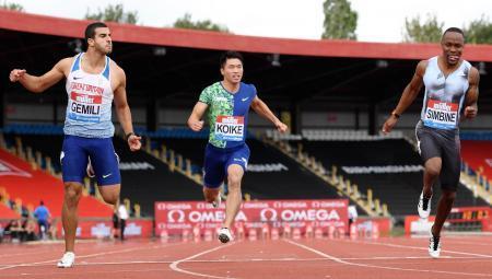 男子100メートル予選 10秒31の1組6着で敗退した小池祐貴(中央)=バーミンガム(共同)