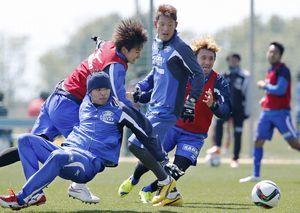 連勝を目指して栃木戦に臨む徳島の選手たち=徳島スポーツビレッジ