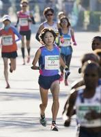 昨年12月のさいたま国際マラソン。中央は唯一の国内招待選手で、6位だった吉田香織=さいたま市
