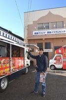 イベントの準備に追われるムスダバさん=徳島市の徳島イスラムセンター