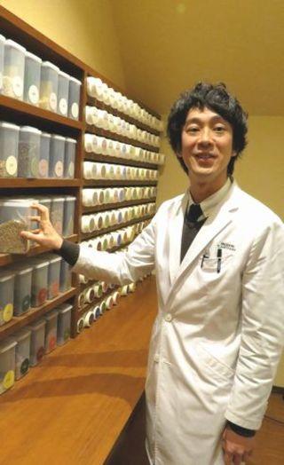 秋山貴敬さん(薬剤師、彩り漢方薬局代表)