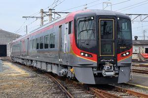 12月2日から高徳線で本格的な営業運転を始める新型ディーゼル特急2600系=高松運転所