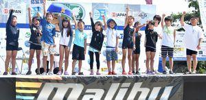 オーディションで選ばれた子どもたち=三好市の池田ダム湖前駐車場