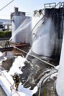 徳島市で石油タンク1基が爆発し出火、消防車13台が…