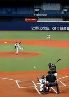 公式戦開幕に向け、再開されたオリックスの紅白戦=25日、大阪市の京セラドーム大阪