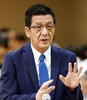 徳島市議会百条委員会の証人喚問で、働き掛けを否定する岡市議=市議会協議会室