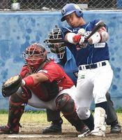 9回裏、徳島1死二、三塁、垂井が左前へ適時打を放ち1―5とする=蛇王球場