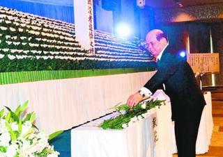 平和への誓い新た 徳島市で戦没者追悼式