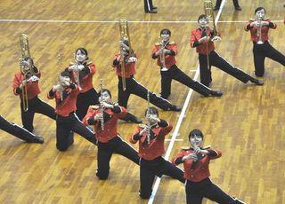 近畿高文祭徳島大会マーチングバンド 城ノ内、演奏に合わせ隊列変化 徳島商業、一体で力いっぱい演技