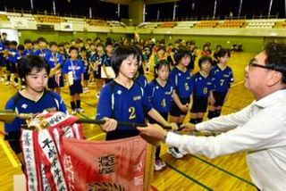 県小学生バレー 最終日、女子・方上が初優勝