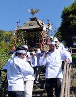 御嶽神社の例大祭で27年ぶりに復活したみこし渡御=阿南市橘町西浦山