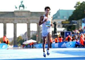 ベルリン・マラソンの男子で9位の土方英和=ベルリン(ゲッティ=共同)