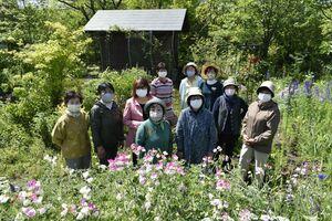 イベントは中止になったが、花への情熱は尽きないメンバー=阿波市阿波町西林