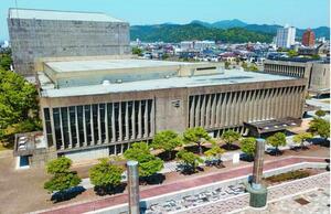 耐震改修して存続する方針が示された鳴門市文化会館=同市撫養町