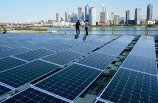 国連本部に初の太陽光発電