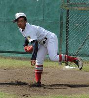 ブルペンで投げ込み調整する西野=兵庫県西宮市の津門中央公園野球場