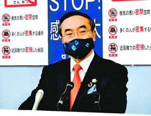 記者会見で県境をまたぐ移動の自粛を呼び掛ける飯泉知事=県庁