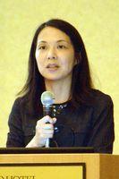 性的搾取の現状などについて講演する藤原代表=徳島市の徳島グランヴィリオホテル