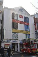 火災のあった雑居ビル=14日午後1時54分、徳島市仲之町