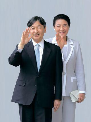 天皇陛下御即位記念写真集 11月16日に発売延期