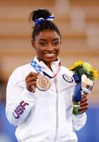女子種目別平均台で銅メダルを獲得したシモーン・バイルス=有明体操競技場