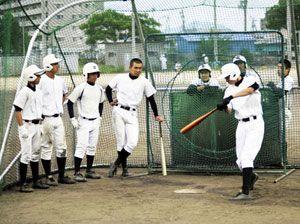 初戦突破を目指す徳島市立の選手