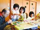 クリスマスツリーに児童ら27人が笑顔 徳島市で子育…