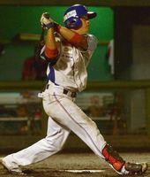 徳島対高知 徳島6回無死、小林がソロ本塁打を放ち、2-3と追い上げる=JAバンク徳島スタジアム