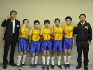 ドッジボール全国小学生選手権での健闘を誓う北島童夢Aの選手ら=1日、徳島新聞社