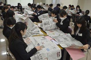 新聞活用し業務に必要な能力養う 健祥会が新入職員研修