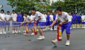 土曜授業で防災学習に取り組む生徒=三好市の井川中学校