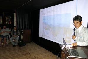 練り上げてきた創業プランを発表する「まちしごと実験室」の参加者=三好市池田町のやぎう坐