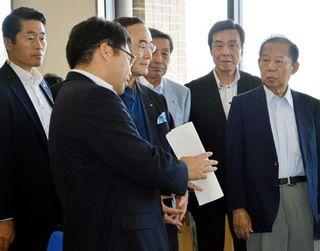 二階幹事長が県庁の消費者庁新拠点視察