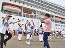 伊豪華客船を踊りで出迎え 徳島小松島港に初寄港