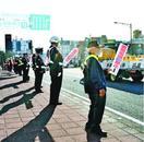プラカード手に「ながら運転」防止訴え 徳島市内で県…