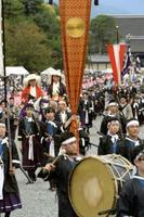京都御苑を出発する時代祭の行列=2019年10月、京都市