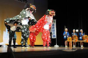 吉野川市に伝わる奉納踊りや太鼓演奏などが披露された祭典=同市の鴨島公民館江川わくわくホール