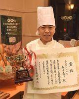ベーカリー・ジャパンカップの菓子パン部門で優勝した森吉さん=徳島市国府町井戸のパパベル国府店