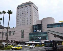 ホテルと商業施設が入居し、JR四国では最大の徳島駅ビル=徳島市