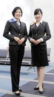 四国銀行が14年ぶりに復活させた女性職員の制服(同行提供)