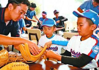 中国球児、阿南で合宿 交流試合やグローブ作り