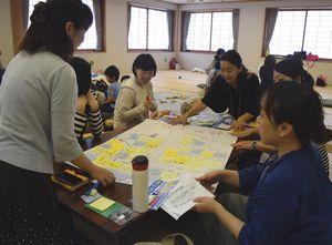 テレワークに関する質問や意見を出し合う参加者=阿南市の富岡公民館