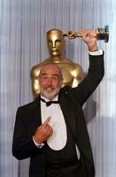 1988年、「アンタッチャブル」でアカデミー助演男優賞を獲得したショーン・コネリーさん=ロサンゼルス(ロイター=共同)