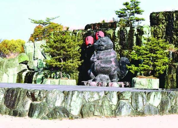 祭りが開かれる小松島ステーションパークたぬき広場=小松島市小松島町