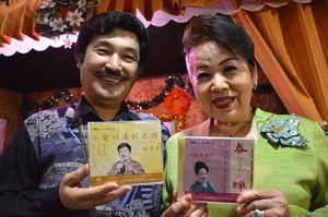 新作CDをリリースする堀さん(左)と妹尾さん=石井町石井