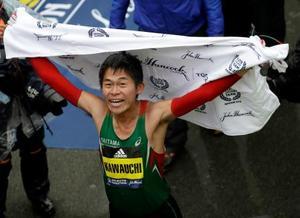 ボストン・マラソン男子で優勝し、喜ぶ川内優輝=16日、米ボストン(AP=共同)